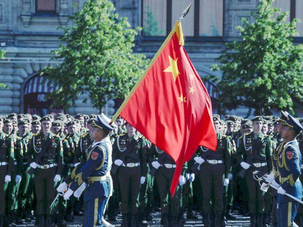 चीन की सेना की टुकड़ी भी इस परेड में शामिल हुई। इसमें चीन समेत कई देशों की सेना को बुलाया गया है।