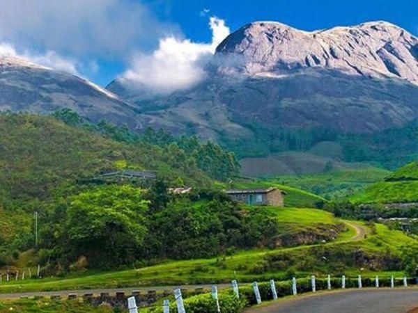 मुन्नार, केरल केरल राज्य का शहर मुन्नार ब्रिटिश राज के समय से मशहूर हिल स्टेशन है। यह शहर घुमावदार पहाड़ियों पर की जाने वाली चाय की खेती के लिए भी मशहूर है। मानसून के दौरान पर्यटकों के बीच मुन्नार खासी लोकप्रिय है।