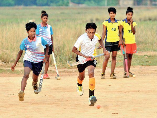 डॉमिनिक टोप्पो ने कहा- जो बच्चे आगे बढ़ गए उनसे मैं मिलने जाता हूं। उन्हें सफल देखकर संकल्प और मजबूत होता है। - Dainik Bhaskar