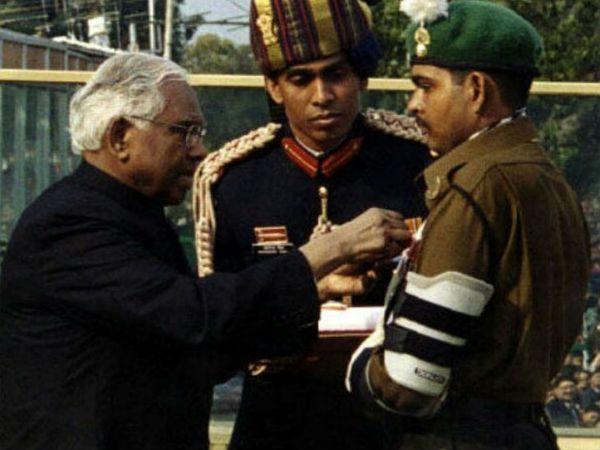 योगेंद्र को उनकी बहादुरी के लिए 2000 में तत्कालीन राष्ट्रपति केआर नारायणन ने परमवीर चक्र से सम्मानित किया था।