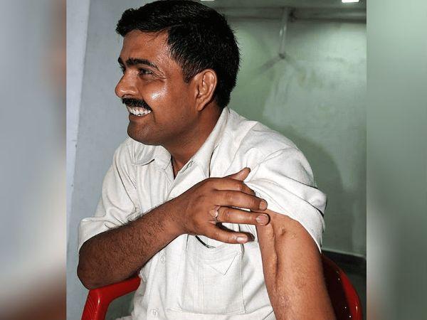 योगेंद्र यादव को करगिल युद्ध में 17 गोलियां लगी थीं। हाथ में गोली लगने से हड्डियां अलग हो गई थीं।