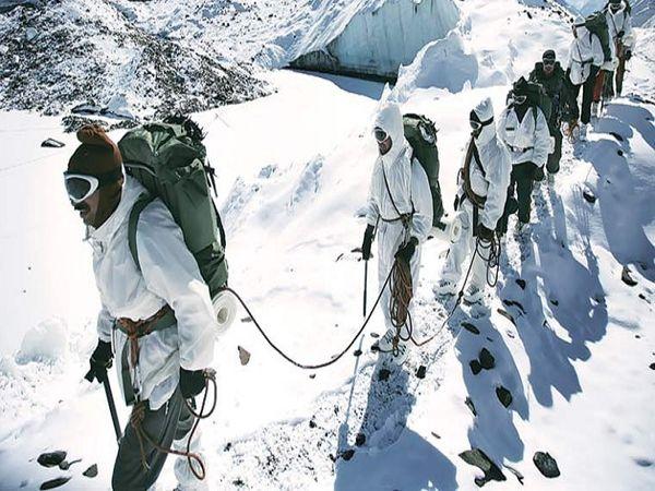 श्रीलंका के निवासी एस सत्यजीत ने अगस्त 2015 को भारत के रक्षा मंत्रालय को एक गोपनीय पत्र भेजा। इसमें उन्होंने बताया कि कैसे श्रीलंकाई कंपनी 'रेनवियर प्राइवेट लिमिटेड' भारतीय सेना को खराब गुणवत्ता के उत्पाद बेच कर धोखा दे रही है। - Dainik Bhaskar