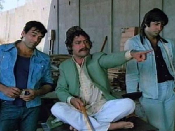 1975 में रिलीज हुई फिल्म में जगदीप ने सूरमा भोपाली का किरदार निभाया था। फिल्म के एक सीन में अमिताभ और धर्मेंद्र के साथ जगदीप।