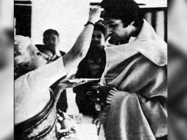 घर लौटे अमिताभ का उनकी मां तेजी बच्चन ने तिलक लगाकर वेलकम किया था।