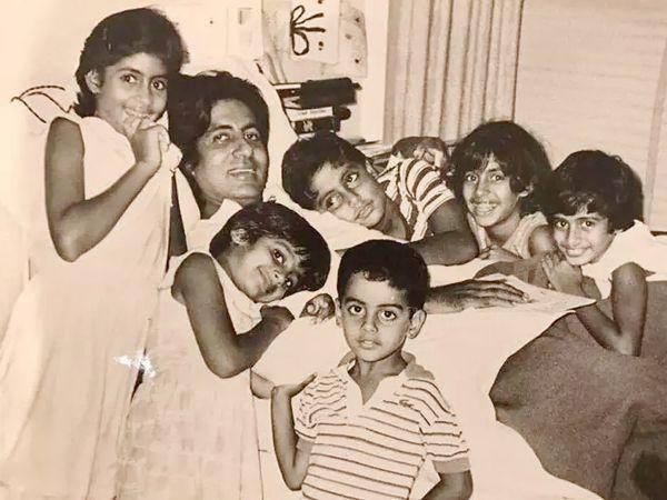 फोटो 1982 में तब की है, जब अमिताभ मुंबई के ब्रीच कैंडी हॉस्पिटल में भर्ती। उस वक्त अभिषेक बच्चन 6 साल के थे।