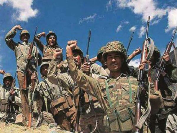 26 जुलाई 1999 को कारगिल युद्ध समाप्ति की घोषणा की गई। भारत के 530 जवान शहीद हुए थे।