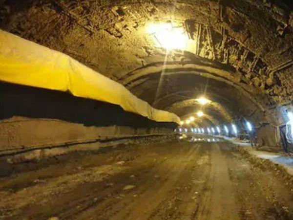 चंबा शहर के ठीक नीचे बनी 440 मीटर लंबी सुरंग में नवीनतम ऑस्ट्रियन तकनीक का इस्तेमाल किया गया है।