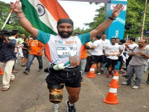 डीपी सिंह ने 2009 में पहली बार मैराथन में भाग लिया। 2011 में डीपी सिंह देश के पहले ब्लेड रनर बने थे। अब तक वे 26 से ज्यादा हाफ मैराथन में भाग ले चुके हैं।