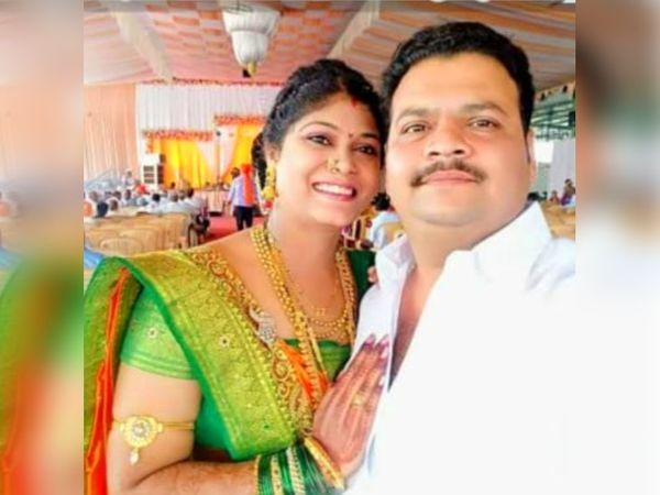 तस्वीर में अमोल और उसकी पत्नी। अमोल परिवार के साथ ओल्ड पुणे-नासिक नाका पर किराए के मकान में रहता था। -फाइल फोटो)