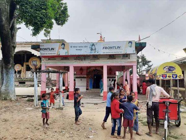 ये शिव मंदिर भारत के मधवापुर में है लेकिन यहां बड़ी संख्या में नेपाली रोजाना पूजन-पाठ के लिए आते हैं।