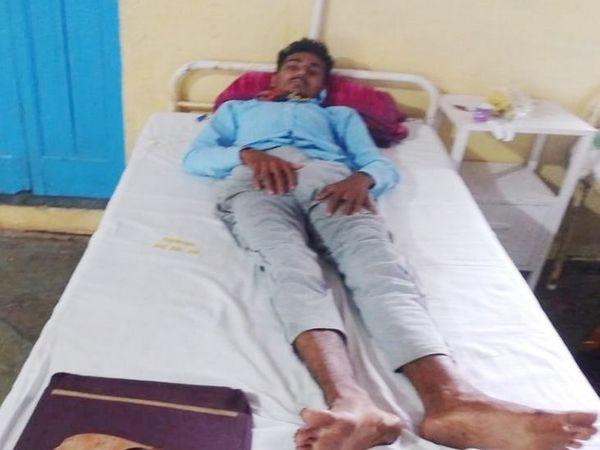 पीड़ित नरेश को गंभीर चोट आने पर अलीराजपुर जिला अस्पताल में भर्ती किया गया है।