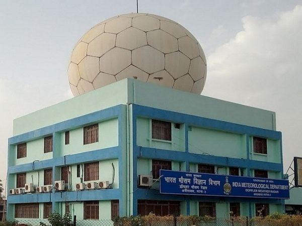 मौसम विभाग का कहना देश में एक साथ तीन सिस्टम सक्रिय है और यही वजह है कि बिहार में कई जगहों पर हल्की बारिश हो सकती है। - Dainik Bhaskar