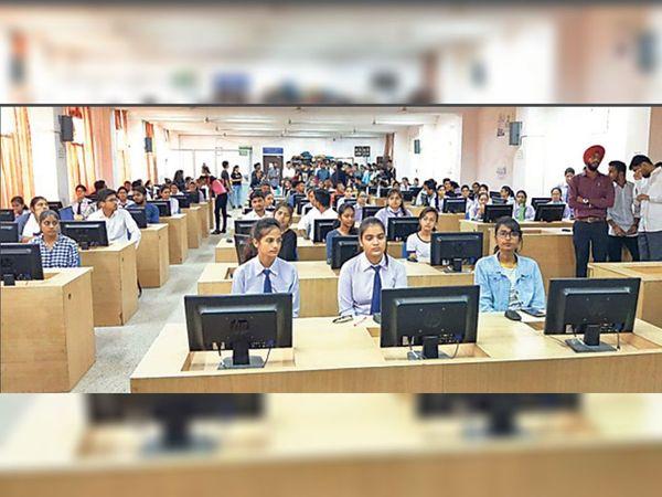 बड़लिया स्थित इंजीनियरिंग काॅलेज के स्टूडेंट्स कैंपस प्लेसमेंट में इस तरह हुए थे शामिल। (फाइल फाेटाे) - Dainik Bhaskar