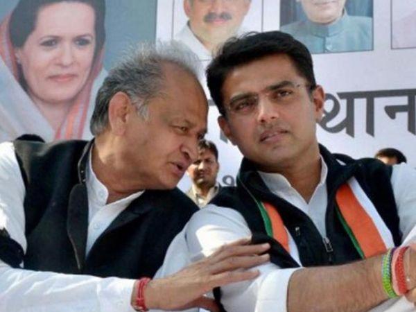 कांग्रेस ने सचिन पायलट (दाएं) को राजस्थान के डिप्टी सीएम और प्रदेश कांग्रेस अध्यक्ष पद से हटाया। मुख्यमंत्री अशोक गहलोत (बाएं) ने कहा- पायलट भाजपा के हाथों में खेल रहे। (फाइल फोटो) - Dainik Bhaskar