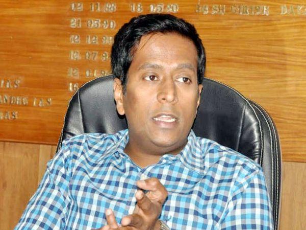 गिरीश दयालन ने बताया कि कोविड19 के सेफ्टी प्रोटोकॉल को सख्ती से लागू करने के लिए नगर निगम मोहाली,सभी नगर काउंसिल के ईओज, एसडीएम को निर्देश जारी कर दिया गया है कि प्राेटोकॉल का उल्लंघन करने वालों पर कार्रवाई की जाए। - Dainik Bhaskar