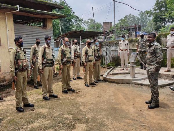 सर्च अभियान से पहले एसपी ने आदर पुलिस पिकेट का निरीक्षण किया। इस दौरान वे पुलिस जवानों की सम्याओं से रुबरू हुए।