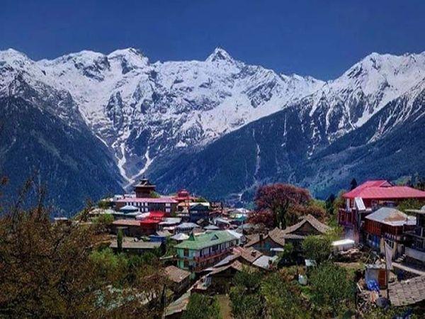 देवभूमि के नाम से जाने जाते हिमाचल में आने वाले लोगों को पहले क्वारेंटाइन किया जाएगा,उसके बाद वे अपने घर जा सकेंगे। फाइल फोटो - Dainik Bhaskar