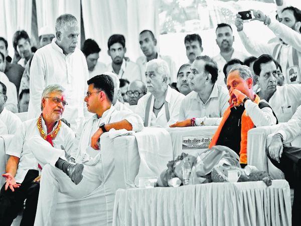 यह तस्वीर 2018 में विधानसभा चुनाव के दौरान की है। मेवाड़ दौरे पर नेताओं ने सभाएं कीं। - Dainik Bhaskar