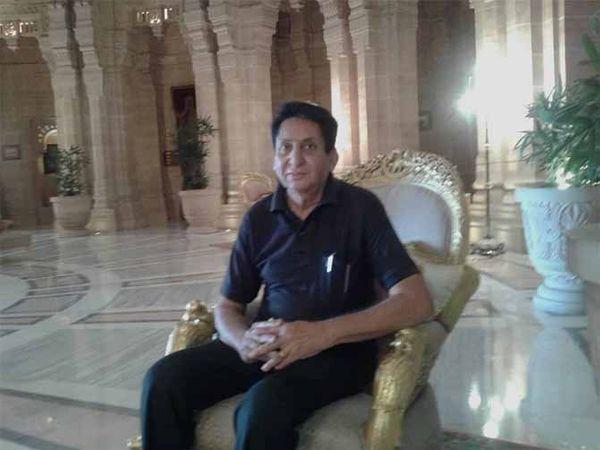राजस्थान के मुख्यमंत्री अशोक गहलोत के बचपन के दोस्त उत्तम सिंह कच्छवाह। वे मानते हैं कि प्रदेश में कांग्रेस के पास गहलोत जैसा कोई अन्य सर्वमान्य नेता नहीं है। - Dainik Bhaskar