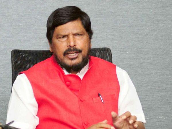 केंद्रीय सामाजिक न्याय राज्य मंत्री रामदास अठावले ने एक वीडियो संदेश में यह बातें कहीं हैं। -फाइल फोटो। - Dainik Bhaskar