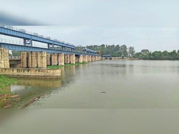 रानियां के ओटू में पहुंचा बरसात का पानी। - Dainik Bhaskar