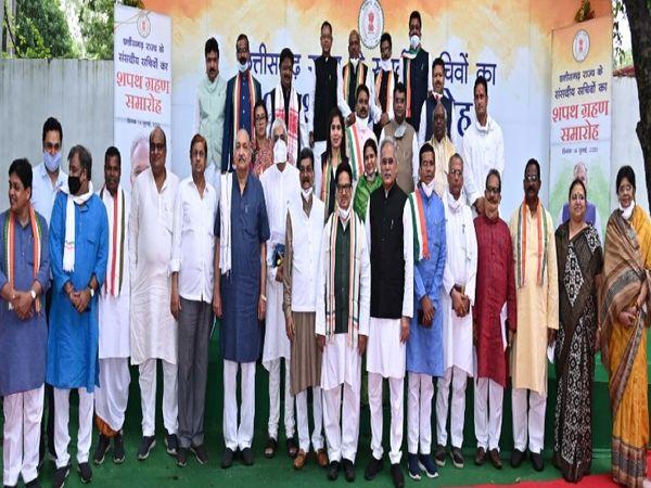 संसदीय सचिवों के साथ पूरा मंत्रिमंडल। - Dainik Bhaskar