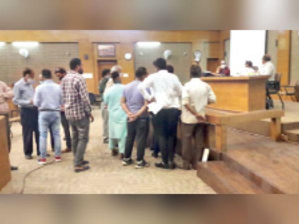 व्यापारियों ने यह भी कहा- 5 साल का किराया माफ करें - Dainik Bhaskar