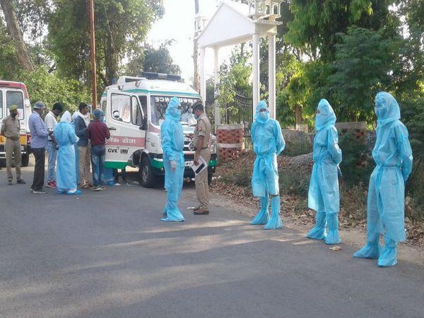यूपी का मेरठ कोरोना संक्रमण का हॉटस्पॉट बना हुआ है। जिले में पिछले 24 घंटे में कोरोना संक्रमित 46 नए मरीज मिले हैं। - Dainik Bhaskar