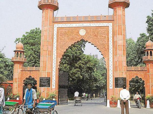 अलीगढ़ मुस्लिम यूनिवर्सिटी प्रशासन ने इस बाबत जांच के बाद कार्रवाई की बात कही है। - Dainik Bhaskar