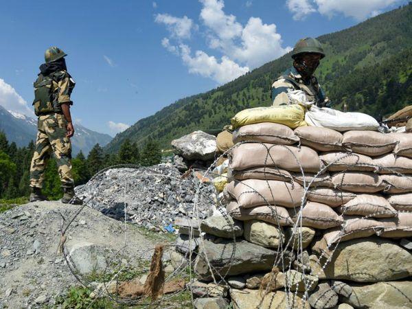 मिलिट्री टॉक में भारत, चीन पर जल्द से जल्द से सेना पीछे हटाने के लिए जोर दे रहा है। -फाइल फोटो - Dainik Bhaskar