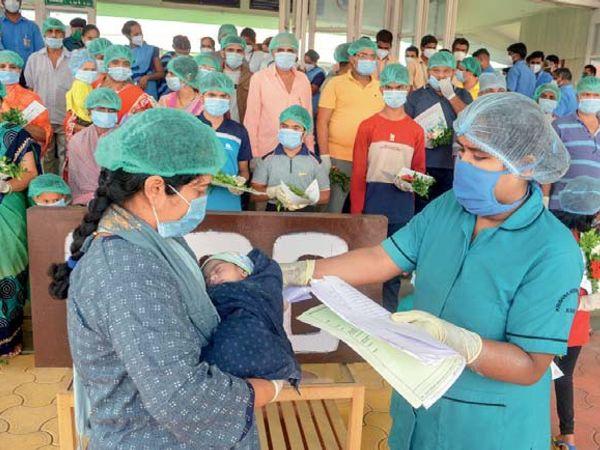 आईएमए ने प्रधानमंत्री नरेंद्र मोदी को चिट्ठी लिखी है। इसमें कहा गया है कि डॉक्टरों के परिजन को भी बीमार होने के बाद अस्पतालों में बिस्तर नहीं मिल रहे हैं। -प्रतीकात्मक फोटो - Dainik Bhaskar