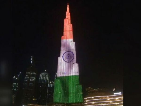 दुबई का बुर्ज खलीफा 15 अगस्त को भारतीय स्वतंत्रता दिवस के मौके पर तिरंगे की रोशनी से सरोबार नजर आया।