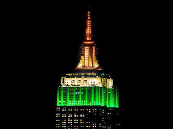 अमेरिका के न्यूयॉर्क स्थित एम्पायर बिल्डिंग 15 अगस्त को तिरंगे के तीन रंगों से रोशन नजर आई।