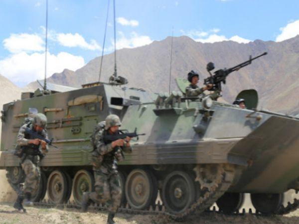 चीन ने तिब्बत क्षेत्र में सेना की तैनाती बढ़ा दी है और कम्बाइंड आर्म ब्रिगेड को भारत से लगी लाइन ऑफ एक्चुअल कंट्रोल के पास तैनात किया गया है। (सिम्बोलिक फोटो) - Dainik Bhaskar