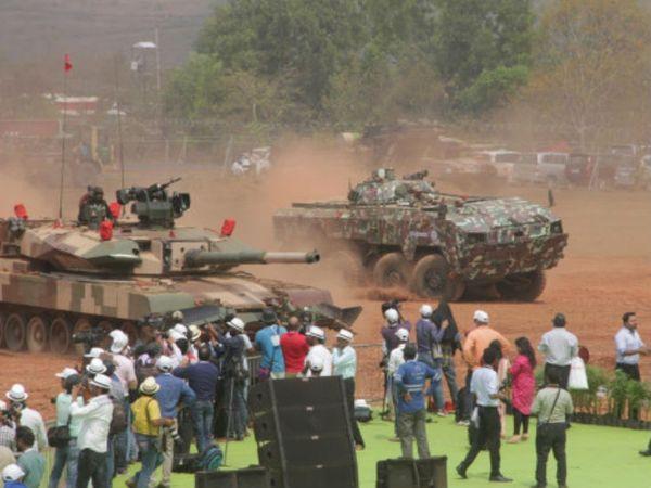 रक्षा मंत्रालय ने देश में हथियार और रक्षा उपकरणों के बड़े पैमाने पर उत्पादन को बढ़ावा देने के लिए हफ्तेभर पहले ही 101 रक्षा उत्पादों के आयात पर प्रतिबंध की घोषणा की थी। -फाइल फोटो - Dainik Bhaskar