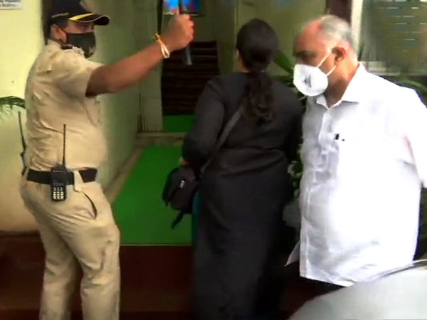 बांद्रा डीसीपी के ऑफिस में सीबीआई टीम। सुशांत की मौत के मामले में सुप्रीम कोर्ट ने 19 अगस्त को सीबीआई जांच के आदेश दिए थे। - Dainik Bhaskar