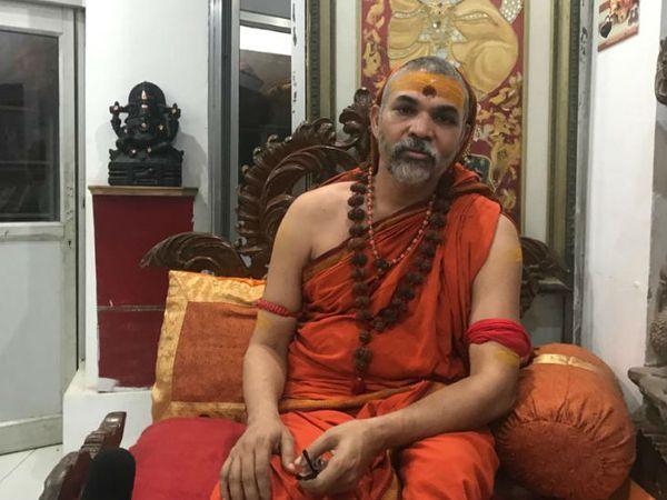 स्वामी अविमुक्तेश्वरानंद का मानना है कि सरकार चाहे तो यह मसला सुलझा सकती है। यहां अयोध्या जैसी स्थिति नहीं है, यहां तो साफ दिखता है कि मंदिर तोड़कर मस्जिद बनाई गई है।
