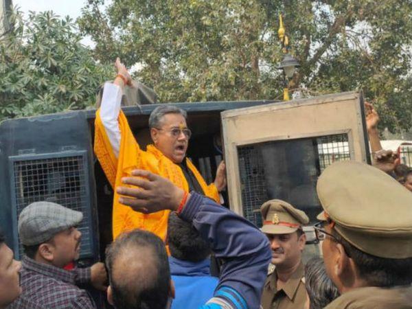 काशी विश्वनाथ ज्ञानवापी मुक्ति आंदोलन नामक संस्था बनाकर ज्ञानवापी से काशी विश्वनाथ को मुक्त कराने की बात करने वाले सुधीर सिंह को फरवरी में पुलिस ने गिरफ्तार किया था।