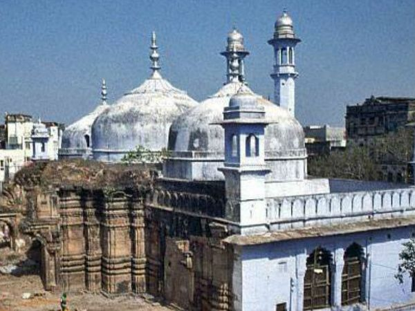 ज्ञानवापी मस्जिद काशी-विश्वनाथ कॉरिडोर से सटी हुई है। इस मस्जिद को लेकर लंबे समय से विवाद चल रहा है।
