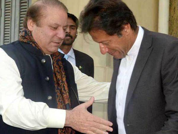 पाकिस्तान के पूर्व प्रधानमंत्री नवाज शरीफ के साथ इमरान खान। इमरान ने कहा है कि उनकी सरकार को नवाज को देश छोड़ने देने पर अफसोस है।- फाइल फोटो - Dainik Bhaskar