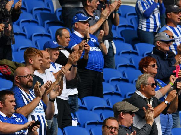 6 महीने बाद स्टेडियम में पहुंचे दर्शकों ने भी खिलाड़ियों की हौसला अफजाई की।