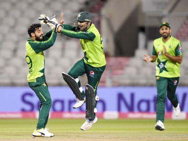 कोरोना के बीच पाकिस्तान क्रिकेट टीम इंग्लैंड दौरे पर जा चुकी है। इंग्लैंड दौरे पर पाकिस्तान ने तीन टेस्ट और तीन वनडे सीरीज खेली थी।(फाइल फोटो) - Dainik Bhaskar