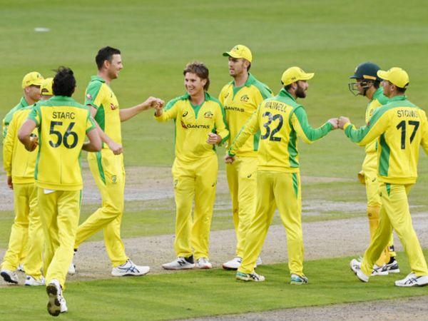 ऑस्ट्रेलियाई गेंदबाज एडम जम्पा (दाएं से 5वें) ने 4 विकेट लिए। उन्होंने जॉनी बेयरस्टो, कप्तान इयोन मोर्गन, जोस बटलर और क्रिस वोक्स जैसे दिग्गजों को पवेलियन भेजा। - Dainik Bhaskar