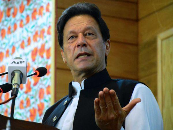 पाकिस्तान के पीएम इमरान खान ने माना है कि देश में दुष्कर्म के ज्यादातर मामले सामने नहीं आ पाते हैं क्योंकि महिलाएं शर्म के कारण सामने नहीं आती हैं।- फाइल फोटो - Dainik Bhaskar