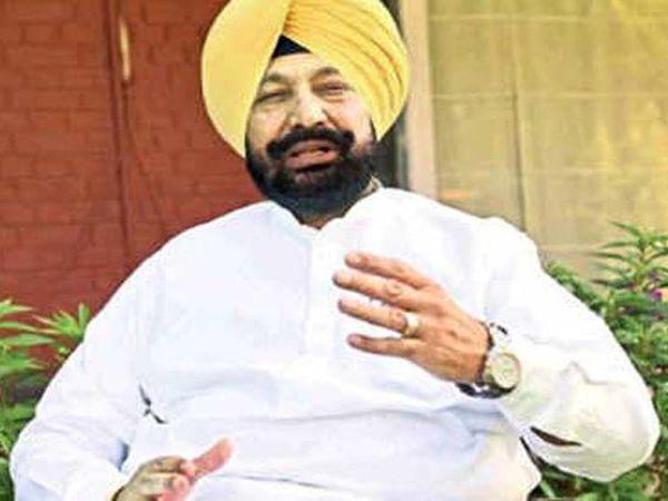 पंजाब के स्वास्थ्य मंत्री बलबीर सिंह सिद्धू सरकार की नई गाइडलाइन के बारे में बात करते हुए। - Dainik Bhaskar