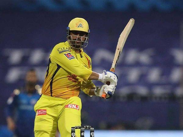 मंगलवार को खेले गए आईपीएल 13 के एक मैच में राजस्थान रॉयल्स ने धोनी की सीएसके टीम को 16 रन से हरा दिया।  धोनी ने खुद सातवें नंबर पर बैटिंग की। उनके इस फैसले पर गौतम गंभीर ने सवाल उठाए हैं। - Dainik Bhaskar