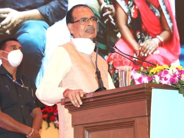 मुख्यमंत्री शिवराज सिंह चौहान ने मध्य प्रदेश के सरकारी विभागों में खाली 30 हजार पदों को भरने के निर्देश दिए हैं। - Dainik Bhaskar