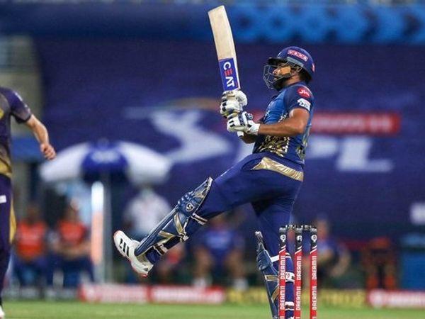 मुंबई इंडियंस और कोलकाता नाइट राइडर्स के बीच बुधवार को अबु धाबी में हुए आईपीएल-13 के पांचवें मैच में, मुंबई के कप्तान रोहित शर्मा ने 54 गेंदों पर 80 रन बनाए, जिसमें उन्होंने 9 पुल शॉट खेले। (फोटो एजेंसी) - Dainik Bhaskar