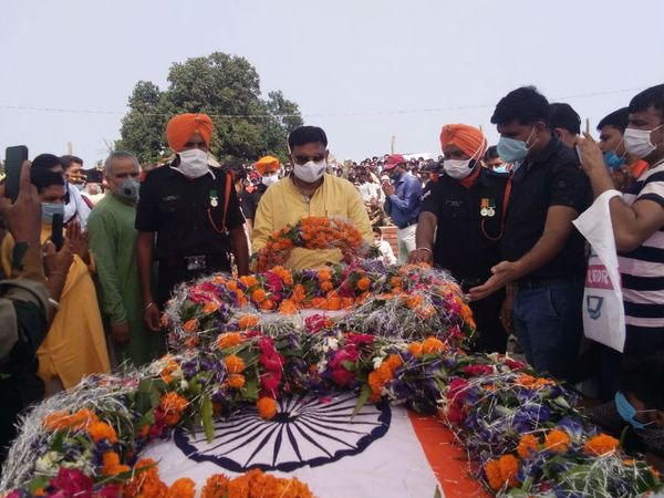 राजकीय सम्मान के साथ हुआ अंतिम संस्कार।