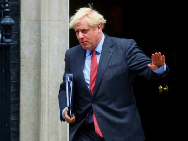 ब्रिटेन के प्रधानमंत्री बोरिस जॉनसन ने कोविड-19 की दूसरी लहर को देखते हुए कई सख्त प्रतिबंध लगाए हैं। शनिवार को उनकी ही पार्टी के कुछ सांसदों ने इसका विरोध किया। (फाइल)